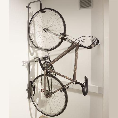 Věšák pro jízdní kolo s možnosti uzamknutí