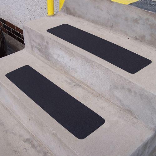 Protiskluzový pás korundový ČERNÝ 150 x 610 mm