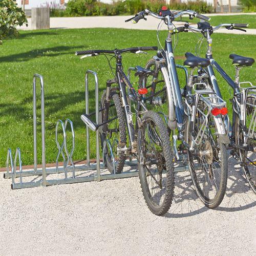 Stojan pro 5 jízdních kol s rámem pro uzamknutí
